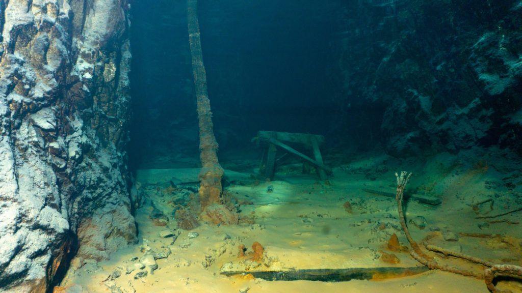 mine-cave-underwater-inspection